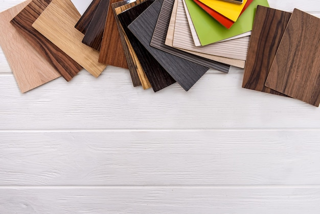 Échantillonneur en bois gros plan sur fond clair