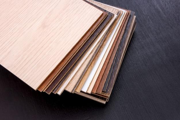 Échantillonneur de surface en bois pour la conception de la maison sur l'obscurité