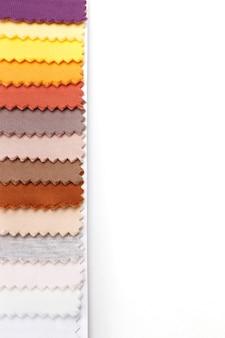 Échantillons De Tissu Coloré Sur Fond Blanc Photo Premium