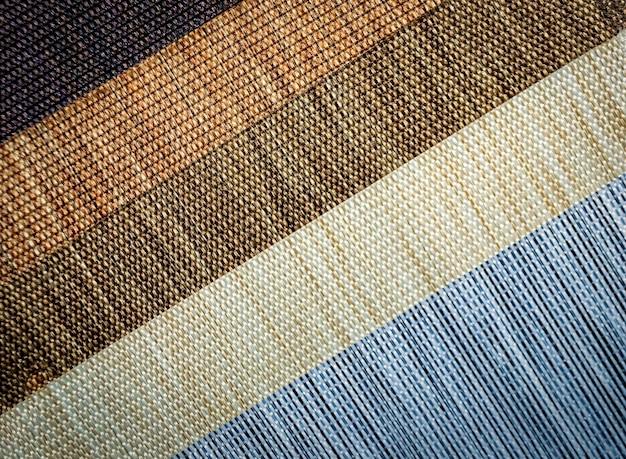 Échantillons de tissu en tissu coloré. contexte de l'industrie. mise au point sélective