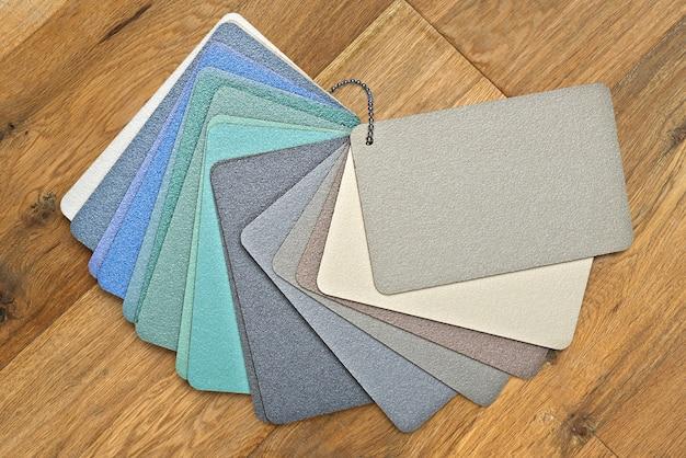 Échantillons de tissus texturés et colorés de la collection