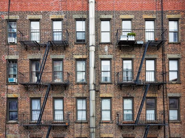 Échapper aux échelles d'incendie à new york