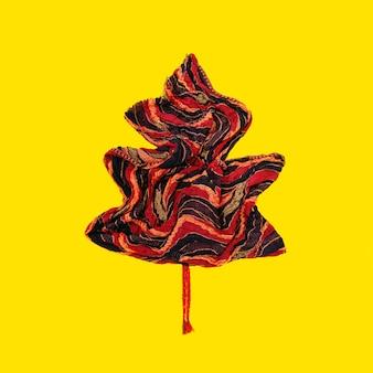 Echarpe chaude en tricot de fleurs d'automne, pliée en forme de feuille d'automne.