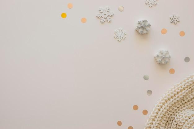 Écharpe et flocons de neige mignons