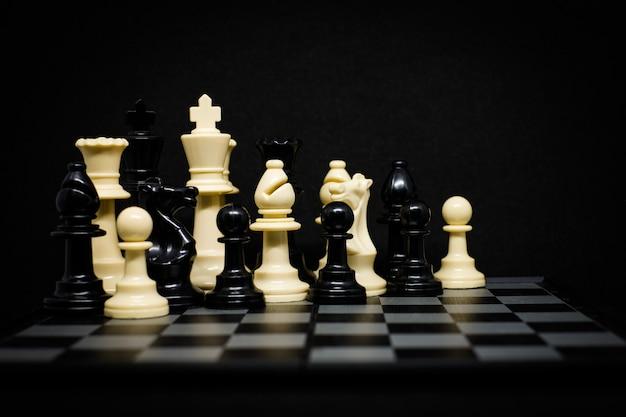 Echecs (roi, reine, cheval, evêque et pion)