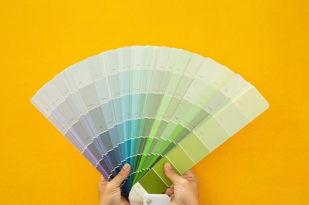 Échelle de couleurs pour choisir la peinture