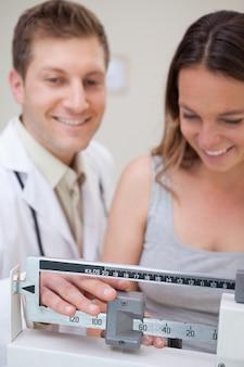 Échelle médicale en cours d'ajustement