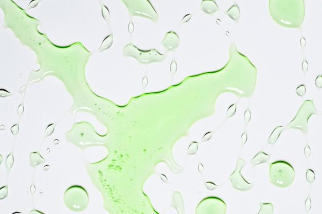 Éclaboussure d'eau verte
