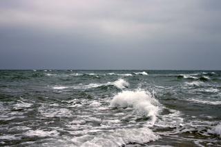 Éclaboussures de la mer, de freinage