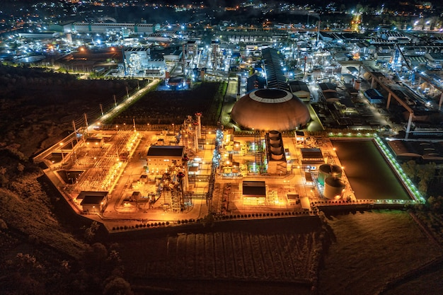 Éclairage de sous-station de centrale électrique, emballage de papier de fabrication orienté vers l'exportation et industrie ondulée la nuit