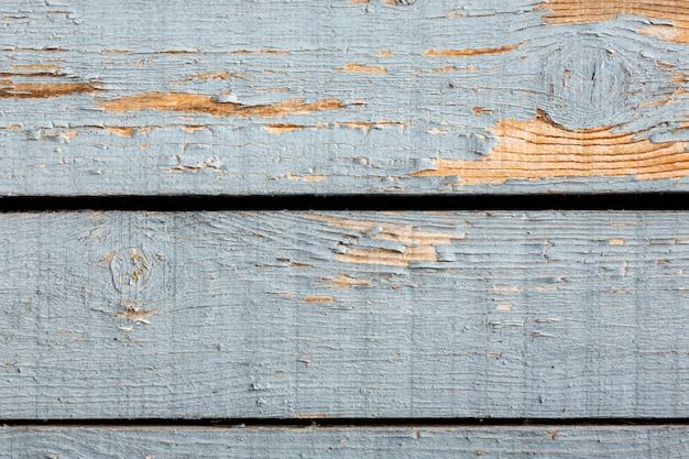Éclats de peinture sur une surface en bois