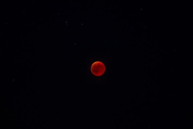 Éclipse de lune rouge