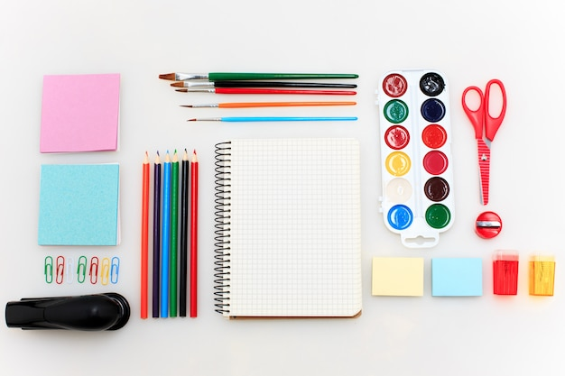 École avec cahiers