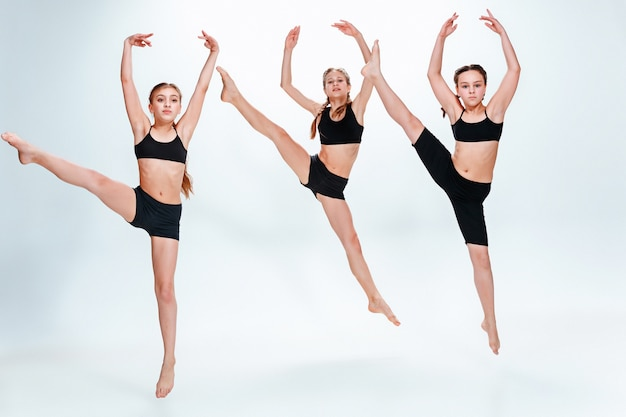 L'école de danse pour enfants, le ballet, le hip-hop, les danseurs de rue, funky et modernes au studio