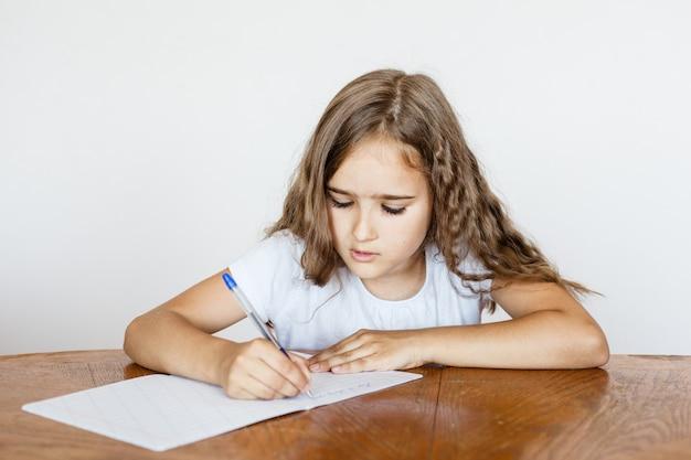 École élève fille enseigne des leçons, tâches pour école, école