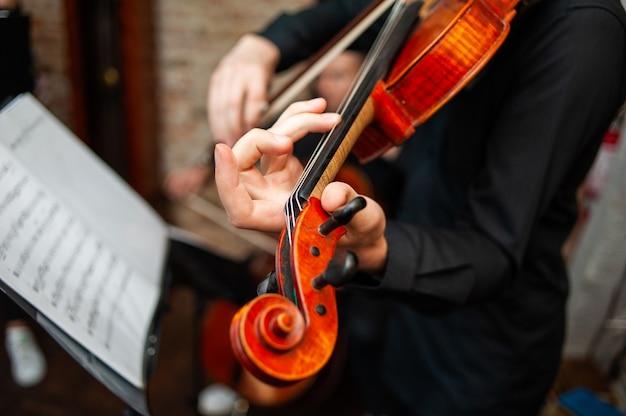 École de musique au violon