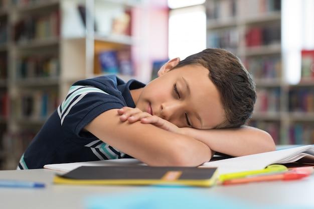 Écolier, dormir, sur, livres