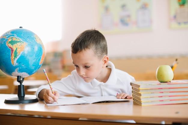 Écolier, écriture, bureau