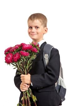 Écolier avec un sac à dos et des fleurs isolées