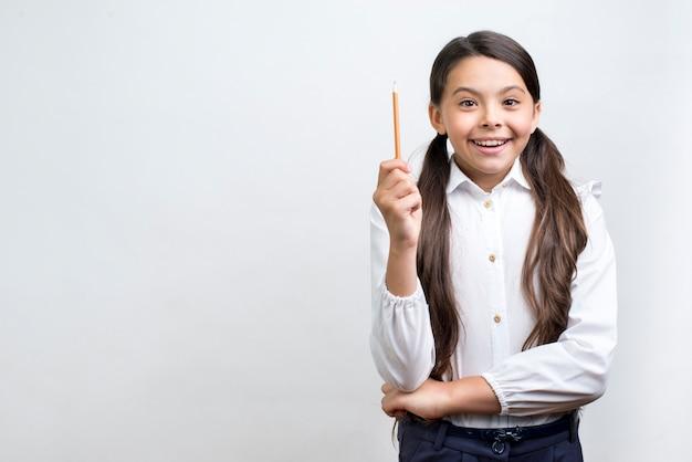 Écolière hispanique excité ayant idée