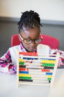 Écolière, utilisation, math, abaque, classe