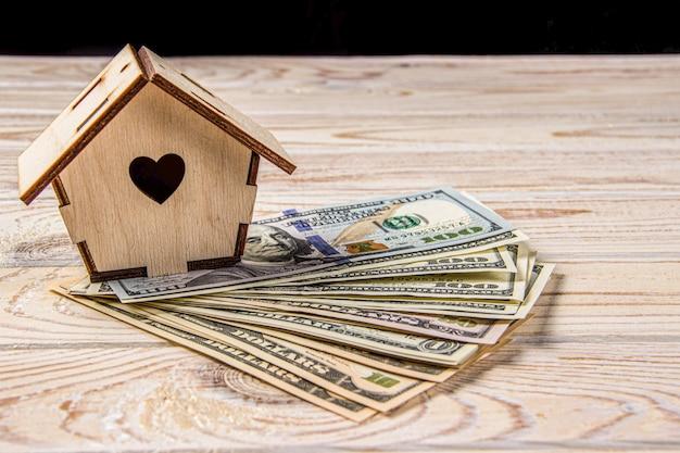 Économies en espèces sur le modèle de la maison
