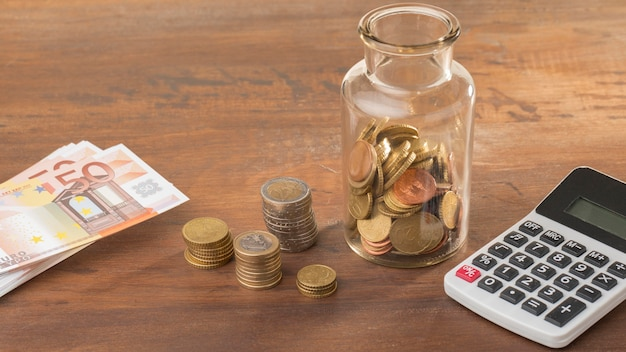 Économies en pot avec calculatrice