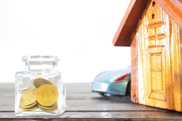 Économiser de l'argent concept, entreprise en croissance, le concept de l'épargne financière pour acheter une maison.
