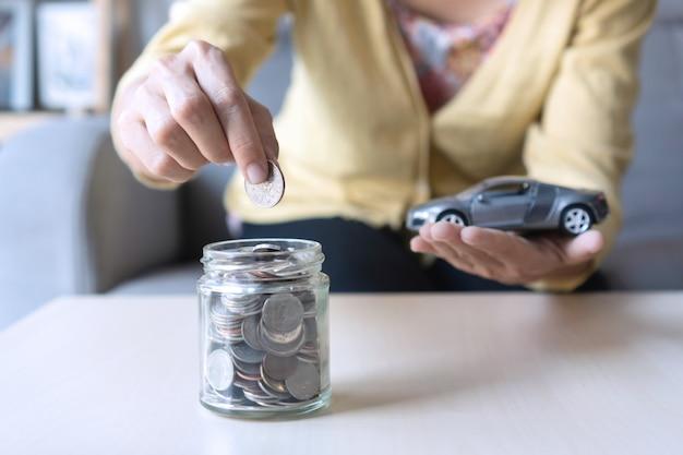 Économiser de l'argent pour acheter une nouvelle voiture