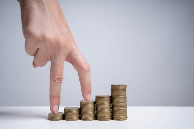 Économiser de l'argent pour investir dans l'avenir et l'utiliser en cas d'urgence