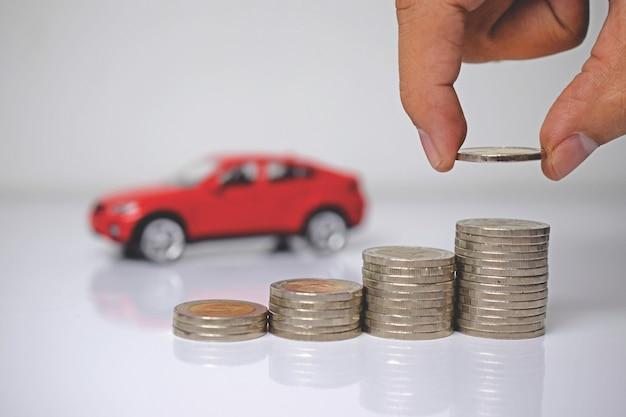 Économiser de l'argent pour une voiture ou une voiture commerciale contre de l'argent, un concept financier