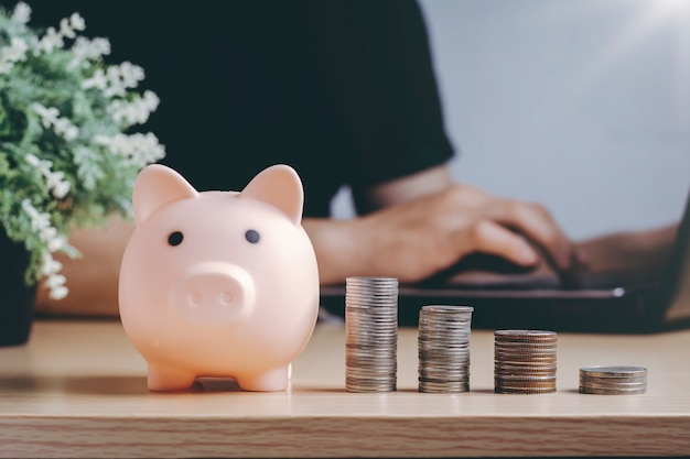 Économiser la richesse de l'argent et le concept financier.