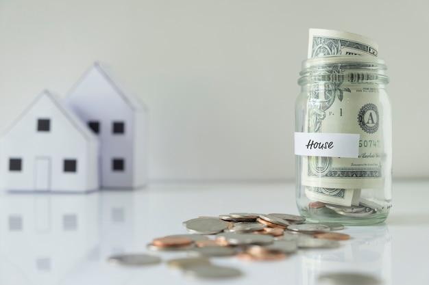 Économisez de l'argent pour la maison.
