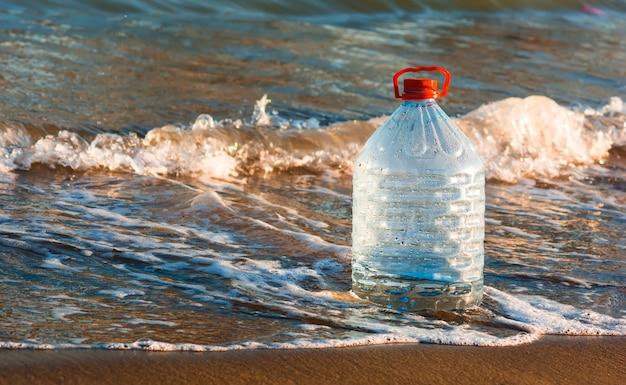 Économisez l'eau de source d'eau douce en bouteille