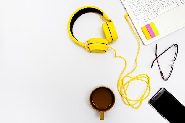 Écouteurs jaunes