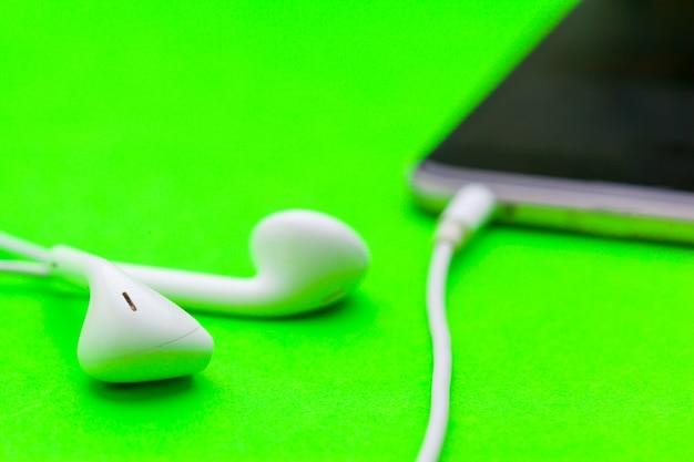 Écouteurs et téléphone portable
