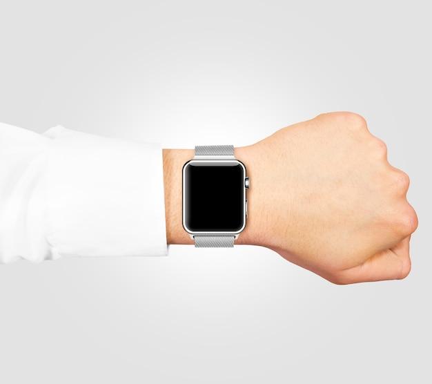 Écran blanc de montre intelligente maquette usure sur la main isolée