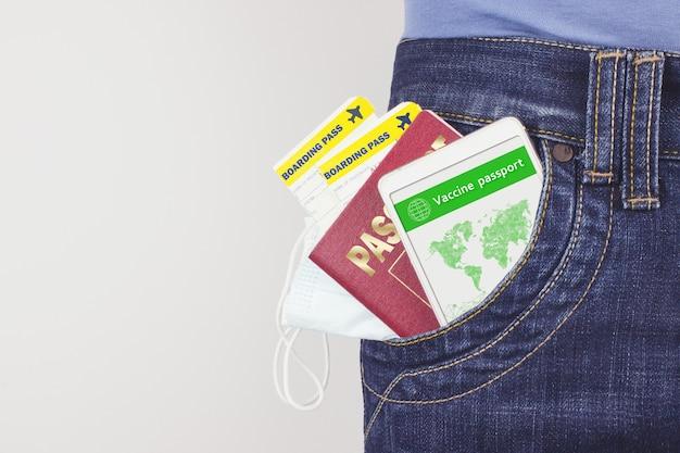 Écran de smartphone avec certificat de vaccination numérique valide pour le passeport d'immunité contre la maladie covid19