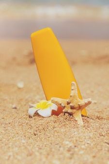 Écran solaire sur la plage