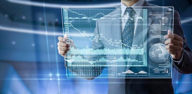Écran tactile futuriste dans les informations commerciales modernes