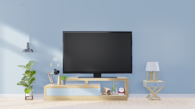 Écran de télévision dans la salle vide moderne et les usines de lampe. décoration sur fond de mur bleu arrière