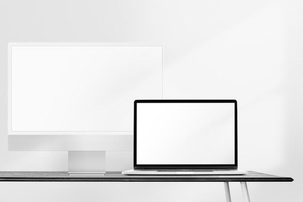 Écrans d'ordinateur vierges