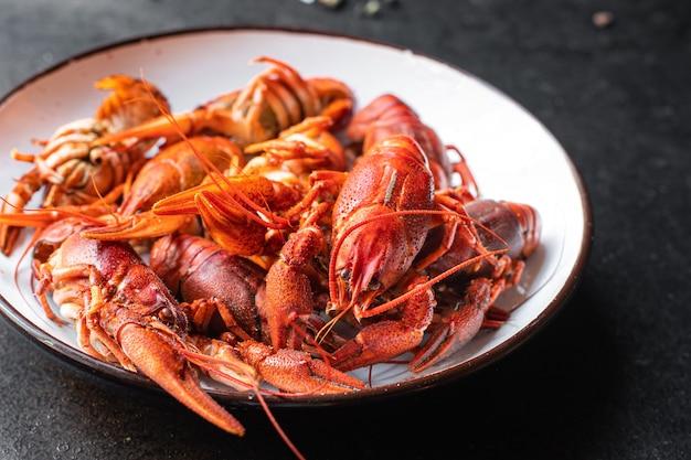 Écrevisses nourriture fruits de mer frais crustacés bouillis rouges repas collation sur la table copie espace nourriture
