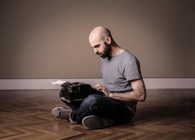 Écrire sur une machine à écrire