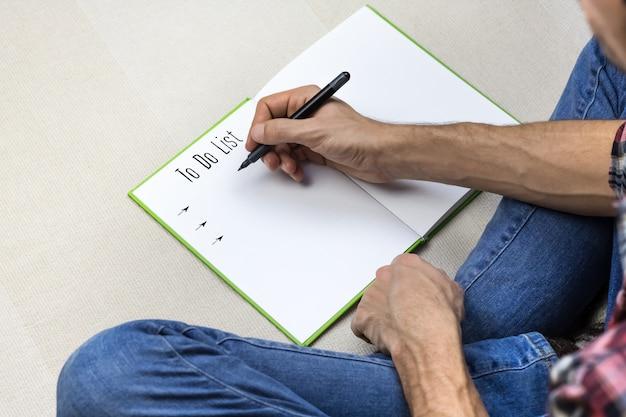 Écrire pour faire la liste dans le carnet de notes