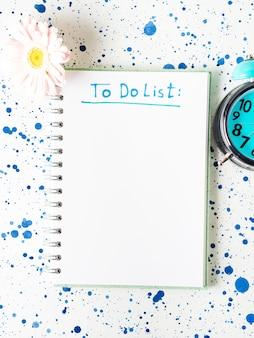 Écrire pour faire la liste dans le concept du matin