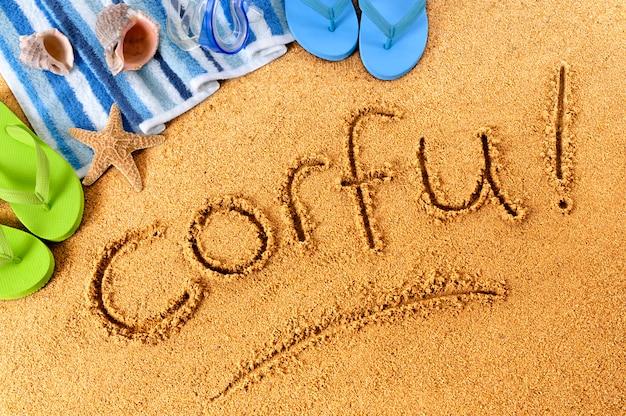 Écriture sur la plage de corfou