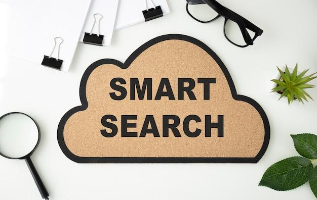 L'écriture de texte word recherche intelligente. concept d'entreprise pour l'outil