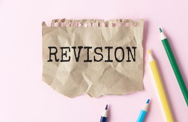 L'écriture de texte word révision. concept d'entreprise pour revérifier avant de procéder à la préparation de l'auto-amélioration