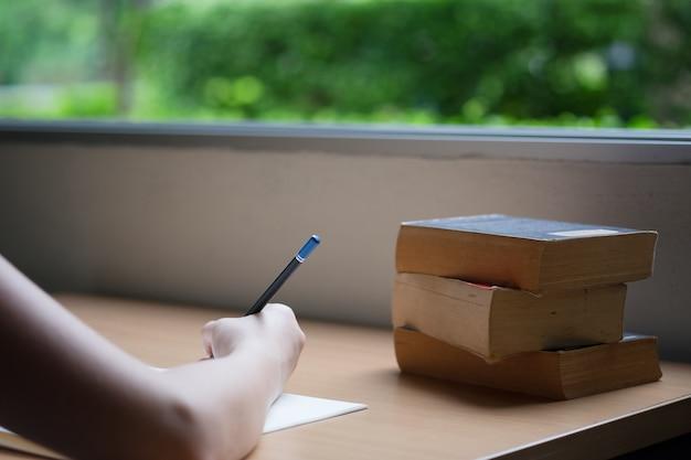 Éducation, concept, main, écriture, livre